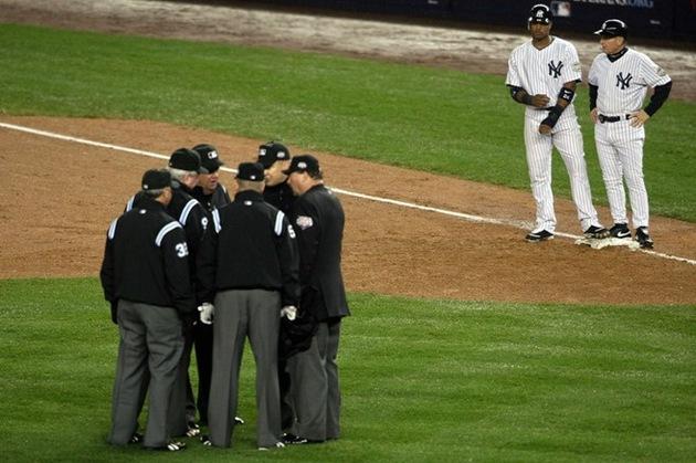 UmpiresGetOneRightWorldSeries2009